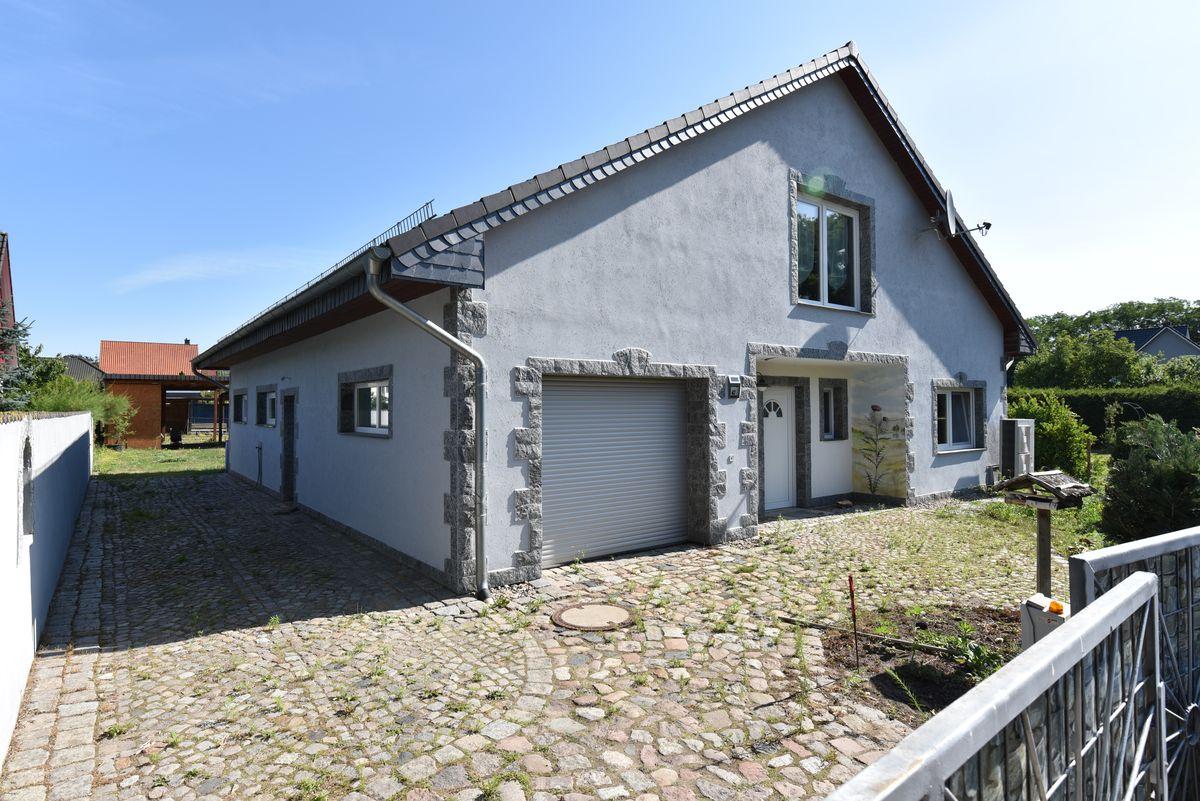 Einfamilienhaus in Rehfelde bei Strausberg zum Verkauf durch Makler und Gutachter Fahl Immobilien in Strausberg. Ihr Ansprechpartner für Verkäufe von Haus, Gruundstück, Wohnung und Mehrfamilienhäusern.