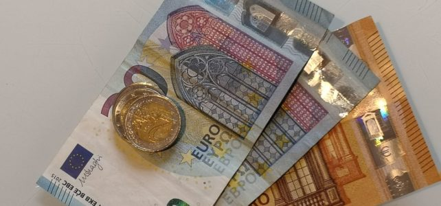 Wer zahlt die Provision bei der Beauftragung eines Immobilienmaklers in Deutschland. Ein BEitrag des IVD gepostet von Fahl Immobilien Makler und Gutachter aus Strausberg.