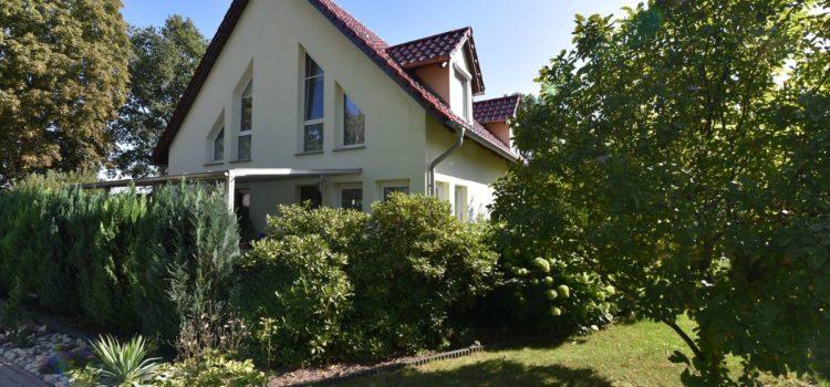 Fahl Immobilien Makler aus Strausberg ihr Immobilienmakler beim Verkauf von Einfamilienhäusern in Strausberg und Umgebung. Wenn Sie ein Einfamilienhaus suchen oder ein Einfamilienhaus verkaufen möchten bin ich Ihr erfahrener Immobilienexperte. Gerne verkaufe ich als Makler auch ETW Eigentumswohnungen, Renditeobjekte und Gewerbeobjekte.