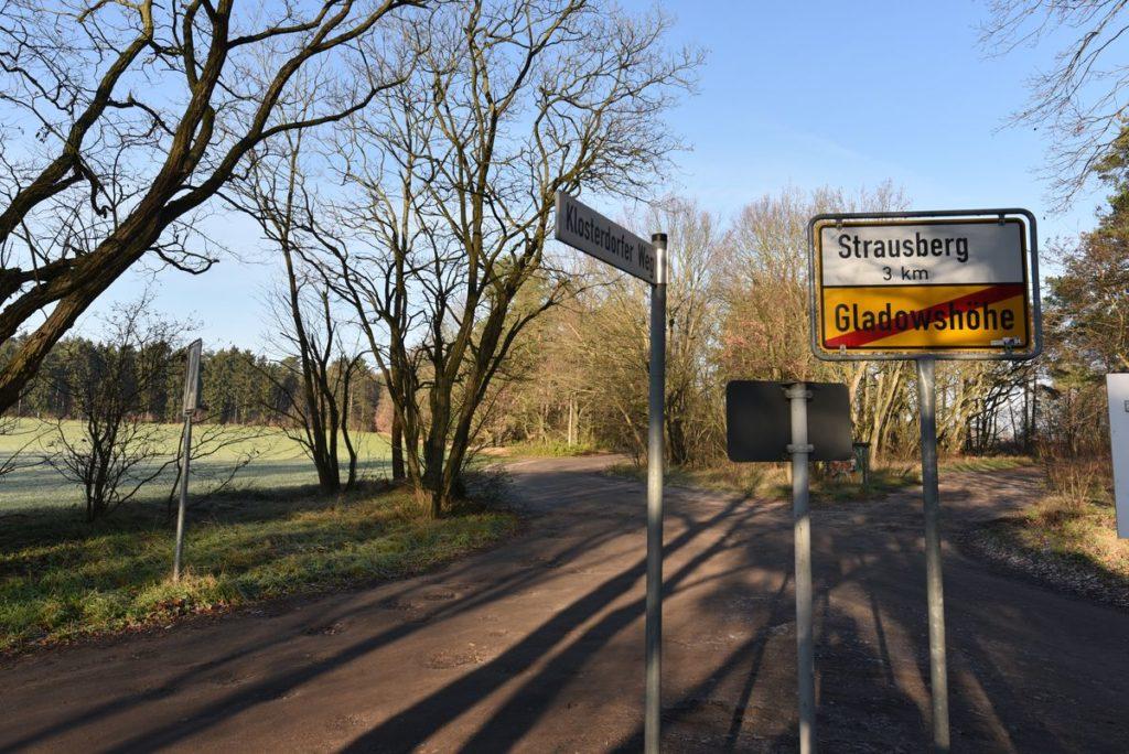 Fahl Immobilien Immobilienmakler aus Strausberg bietet in Galdowshöhe bei Strausberg dieses Wochenendhaus an. Esist auch optimal als Baugrundstück zu nutzen.