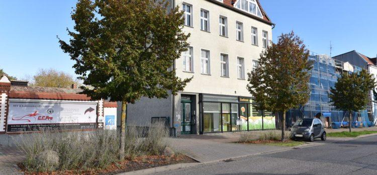Die von Fahl Immobilien zum Kauf angebotene Immobilie befindet sich in Herzfelde bei Berlin. Das attraktive Renditeobjekt ist voll vermietet. Es wird von Fahl Immobilien Immobilienmakler aus Strausberg angeboten.