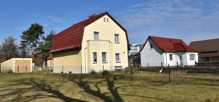 Das zum verkuaf stehede Einfamilienhaus in Strausberg wird von Fahl Immobilien Makler und Gutachter in Strausberg angeboten.